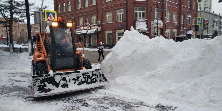 Большая чистка: в Омске убирают снежные завалы (ФОТО)