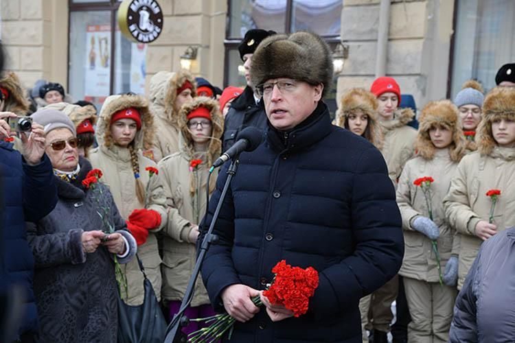 Омичи возложили цветы к памятнику Детям блокадного Ленинграда