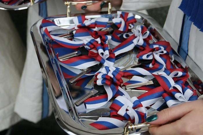 Четыре омские школы получили транспорт для перевозки учеников