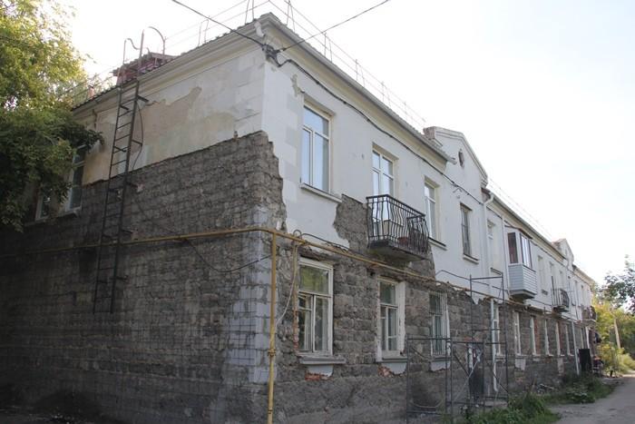 Представители мэрии Омска проверили ход ремонта фасадов многоквартирных домов (ФОТО)