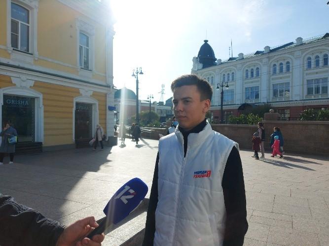 Жителям Омска раздали маски на улицах города
