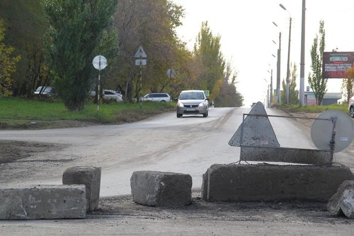 На дороге по 3-й Островской уложен завершающий слой асфальта (ФОТО)