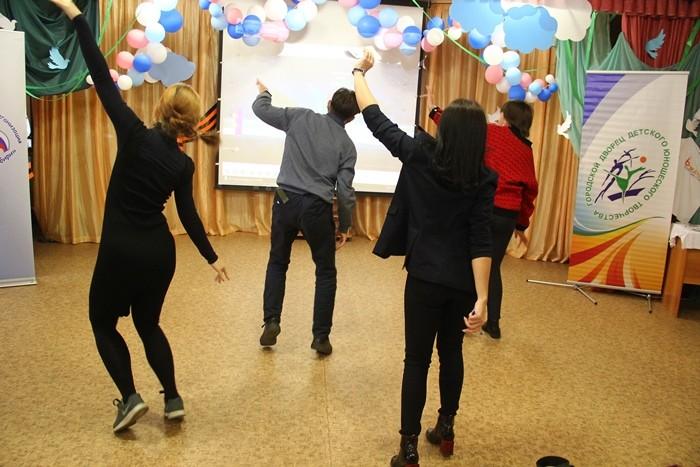 Омские студенты осваивают профессию вожатого