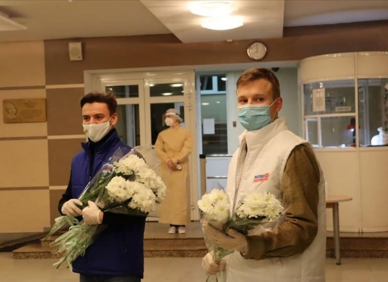 В Омске доставляют гуманитарную помощь во все «ковидные» госпитали