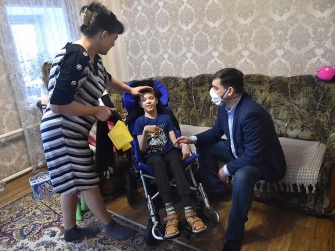 Лидер омских единороссов Вадим Бережной присоединился к акции «Елка желаний»