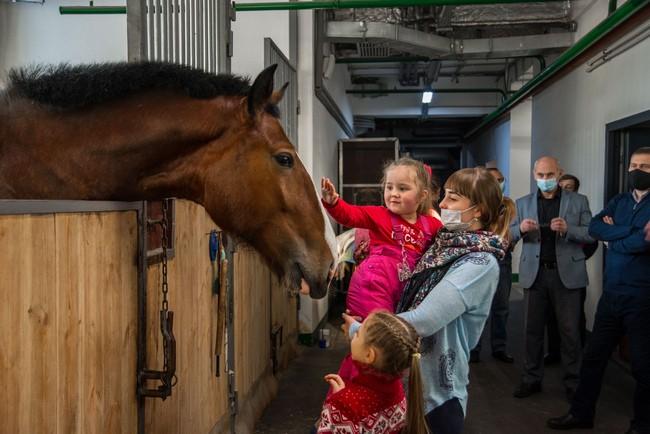 """""""Ёлка желаний"""" помогла юным омичкам побывать в цирке на репетиции с животными"""