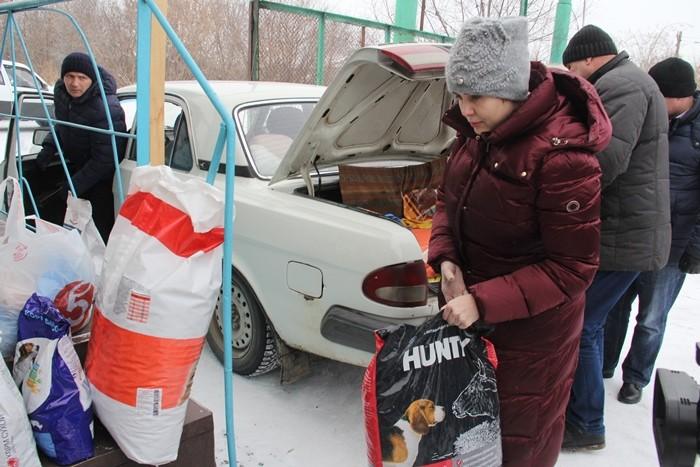 Омскому муниципальному приюту для животных передали партию корма и предметов для ухода (ФОТО)