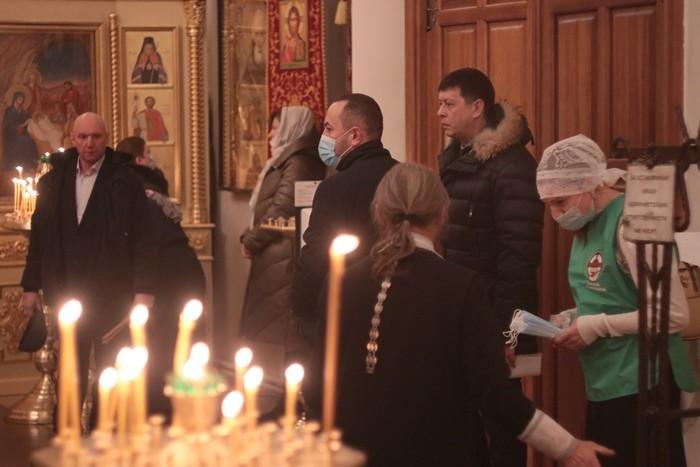 В Омске прошла ночная рождественская литургия (ФОТО)