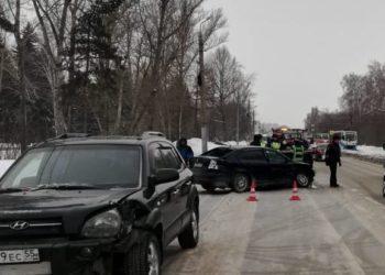 После ДТП в Омске две женщины и 9-летний мальчик доставлены в больницу. ВИДЕО