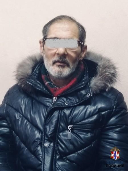 Омские полицейские выследили вора-карманника и поймали его с поличным (ФОТО)