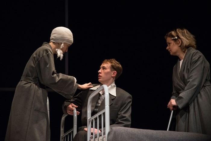 Битва за тела и души – в «Пятом» прошла премьера спектакля «Апрельский романс»