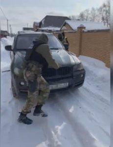 Под  Омском спецназ задержал BMW X5 с координатором городских наркокурьеров