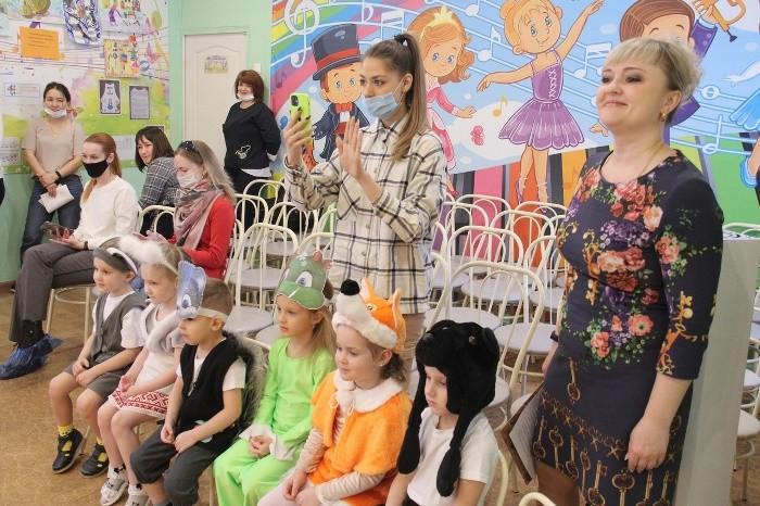 """В детских садах Омска проходит """"Театральная весна"""" (ФОТО)"""