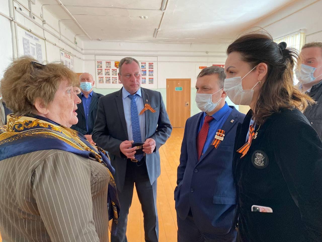 Оксана Фадина посетила посёлки Омский и Горячий Ключ