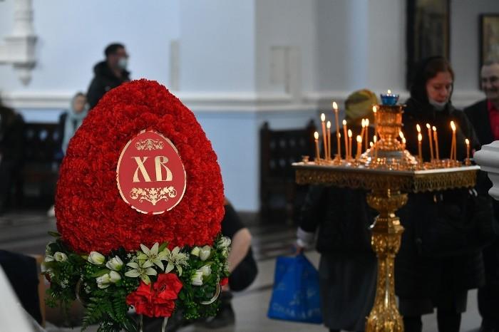 Накануне Пасхи: в Успенском соборе освящают куличи (ФОТОРЕПОРТАЖ)