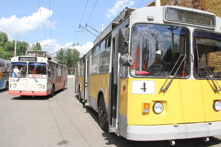 На омские улицы выехали новоиспеченные водители троллейбусов (ФОТО)
