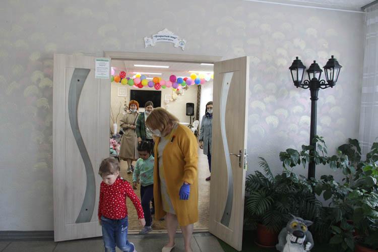 """В омском библиотечном центре """"Дом семьи"""" открылся """"Книжный переулок"""" (ФОТОРЕПОРТАЖ)"""