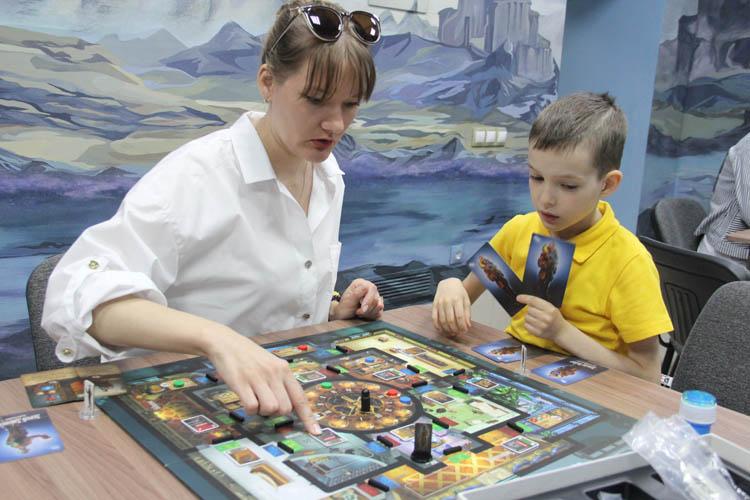 В Омске на средства муниципального гранта открылся клуб настольных игр (ФОТО)