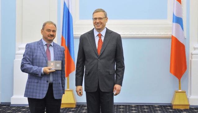 Губернатор вручил 26 омичам награды за вклад в развитие региона и служение стране