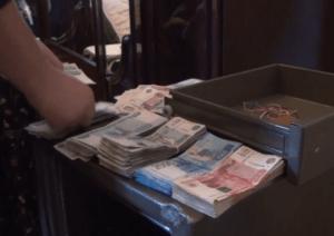 Омский спецназ штурмом взял коттедж семьи наркоторговцев. ВИДЕО