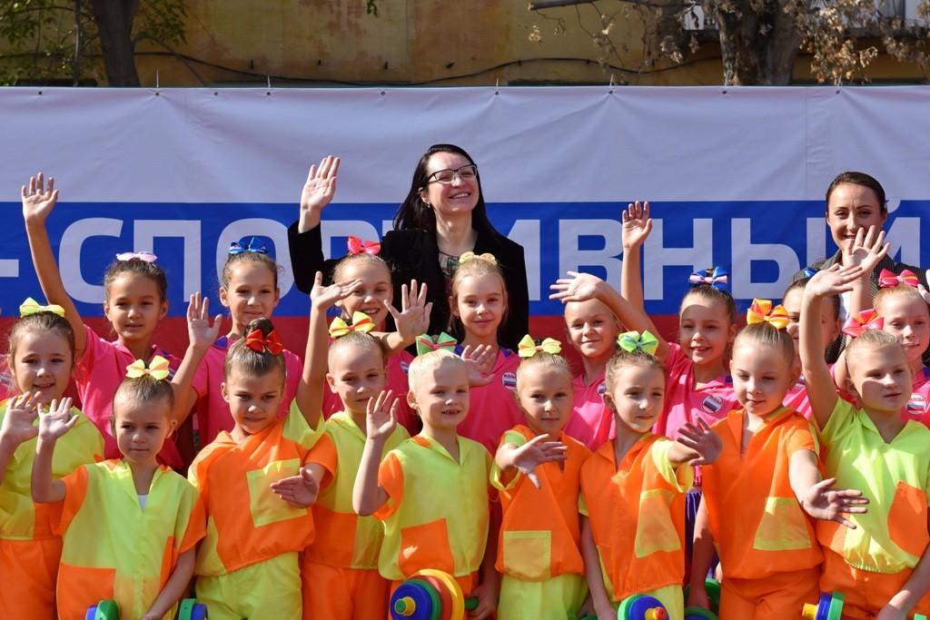 В городке Нефтяников открылась новая спортивная площадка