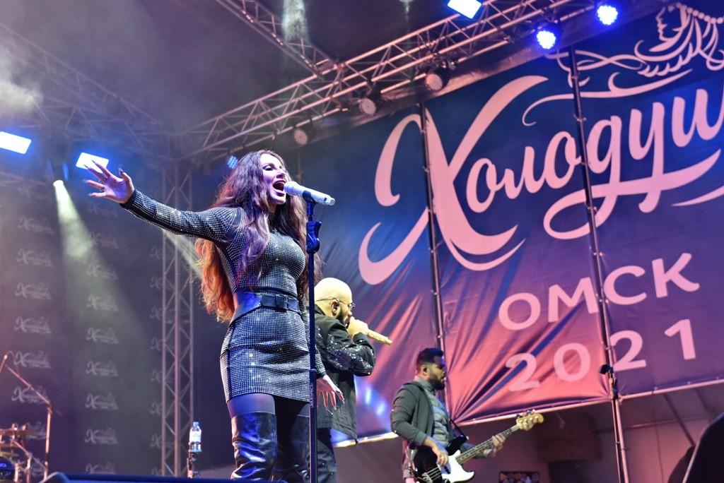 На День города омичам подарили концерт Artik&Asti на Соборной площади