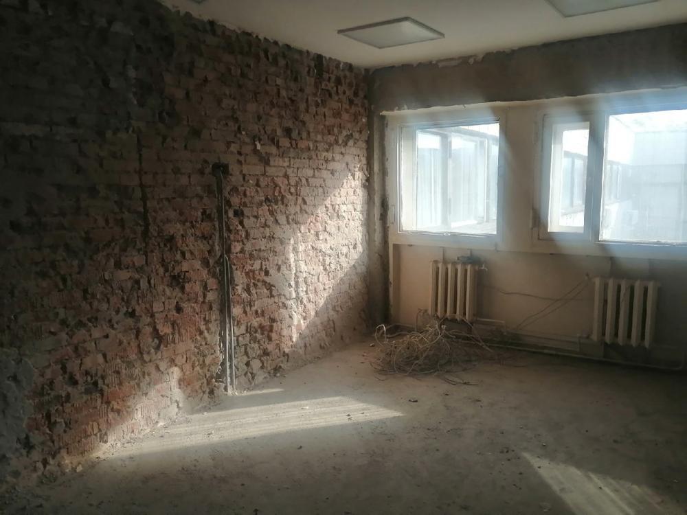 В помещениях омского ТЮЗа сняли обшивку стен, потолков и пола [ФОТО]