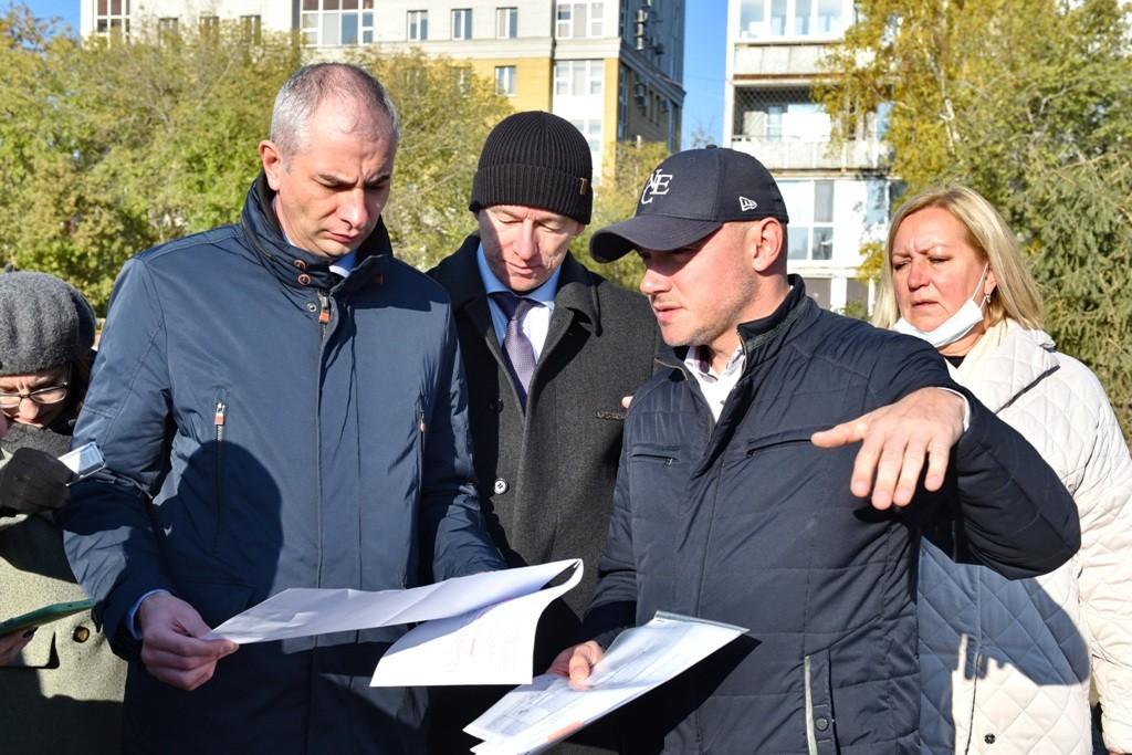 И.о. мэра Омска Евгений Фомин проконтролировал реконструкцию Ленинградской площади