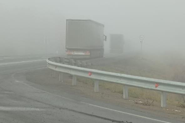 Вниманию водителей: на трассе Тюмень – Омск плохая видимость из-за горящих торфяников
